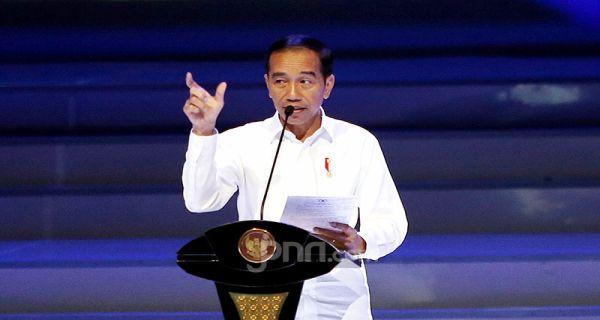 Pak Jokowi Pengin Pamer Bojo Dan Sobat Ambyar Dipakai Membumikan