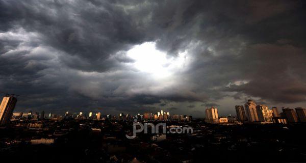 Prakiraan Cuaca Bmkg Hari Ini Warga Jakarta Diminta Waspada Jpnn Com