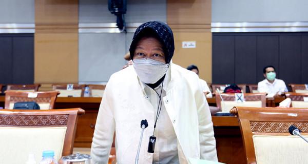 Mensos Tri Rismaharini dan jajarannya mengikuti rapat kerja di Komisi VIII DPR, Jakarta, Senin (24/5). Rapat tersebut membahas kebijakan verifikasi dan validasi data kemiskinan beserta permasalahan dan solusinya. Foto: Ricardo - JPNN.com