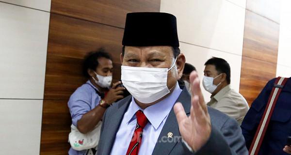 Menteri Pertahanan (Menhan) Prabowo Subianto usai menghadiri rapat kerja Komisi I DPR di Kompleks Parlemen Senayan, Jakarta, Rabu (2/6). Rapat tersebut membahas RKA dan RKP Kemhan Tahun 2022. Foto: Ricardo - JPNN.com