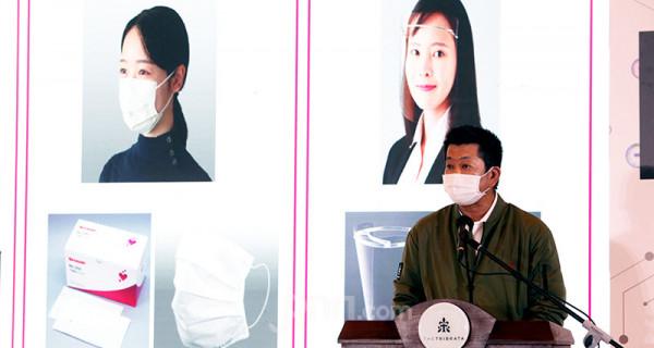 President Director PT Sharp Electronics Indonesia Shinji Teraoka memberikan sambutan pada peluncuran PCI & AC New Line Up di Jakarta, Rabu (9/6). Produk terbaru itu memilili teknologi plasmacluster yang terbukti secara klinis mampu melumpuhkan kuman, bakteri, dan virus. Foto: Ricardo - JPNN.com